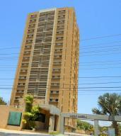 Apartamento En Alquileren Maracaibo, Avenida Universidad, Venezuela, VE RAH: 19-15976