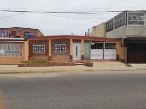 Casa En Ventaen Cabimas, 5Bocas, Venezuela, VE RAH: 19-15995