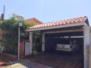 Townhouse En Ventaen Maracaibo, La Limpia, Venezuela, VE RAH: 19-16061
