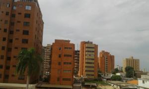 Apartamento En Alquileren Maracaibo, La Lago, Venezuela, VE RAH: 19-16135