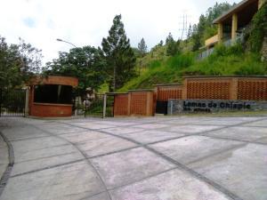Terreno En Ventaen Caracas, La Trinidad, Venezuela, VE RAH: 19-16209