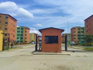 Apartamento En Ventaen Municipio Los Guayos, Paraparal, Venezuela, VE RAH: 19-16131