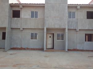 Townhouse En Ventaen Maracaibo, Via Aeropuerto, Venezuela, VE RAH: 19-16300