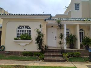 Townhouse En Alquileren Maracaibo, Fuerzas Armadas, Venezuela, VE RAH: 19-16320