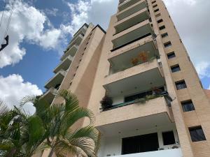 Apartamento En Ventaen Valencia, Valles De Camoruco, Venezuela, VE RAH: 19-16339