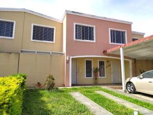 Casa En Ventaen Guatire, Estancia Las Margaritas, Venezuela, VE RAH: 19-16422