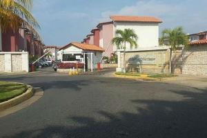 Casa En Ventaen Lecheria, Complejo Turistico El Morro, Venezuela, VE RAH: 19-16494