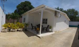 Casa En Ventaen La Vela De Coro, Intercomunal Coro La Vela, Venezuela, VE RAH: 19-16476
