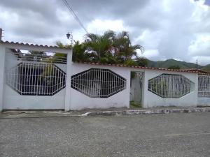 Casa En Ventaen San Juan De Los Morros, El Magisterio, Venezuela, VE RAH: 19-16535