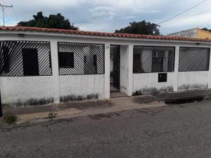 Casa En Ventaen Guacara, Carret Guacara - San Joaquin, Venezuela, VE RAH: 19-16574