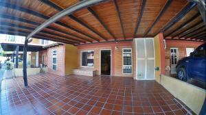 Casa En Ventaen Barquisimeto, Club Hipico Las Trinitarias, Venezuela, VE RAH: 19-16636