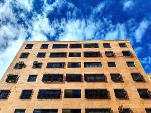 Apartamento En Ventaen Maracay, Avenida Constitucion, Venezuela, VE RAH: 19-16672
