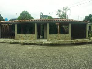 Casa En Ventaen Maracay, Residencias Coromoto, Venezuela, VE RAH: 19-16702
