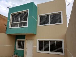Townhouse En Ventaen Maracaibo, Lago Mar Beach, Venezuela, VE RAH: 19-16755