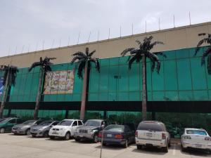 Local Comercial En Ventaen Maracaibo, Fuerzas Armadas, Venezuela, VE RAH: 19-16849