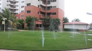 Apartamento En Alquileren Maracaibo, Avenida El Milagro, Venezuela, VE RAH: 19-16868
