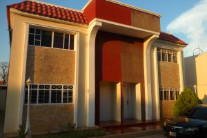 Townhouse En Ventaen Maracaibo, La Macandona, Venezuela, VE RAH: 19-17059