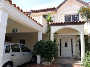 Townhouse En Ventaen Cabimas, Las 40, Venezuela, VE RAH: 19-17137