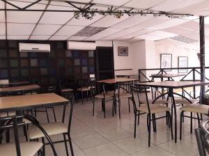 Local Comercial En Ventaen Maracay, Avenida 19 De Abril, Venezuela, VE RAH: 19-17187
