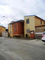Townhouse En Ventaen Los Teques, Santa Maria, Venezuela, VE RAH: 19-17415