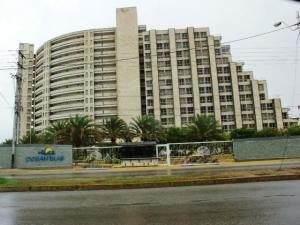 Apartamento En Ventaen Margarita, Avenida Bolivar, Venezuela, VE RAH: 19-19203