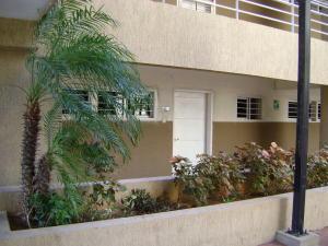 Apartamento En Ventaen Maracaibo, Avenida El Milagro, Venezuela, VE RAH: 19-17604