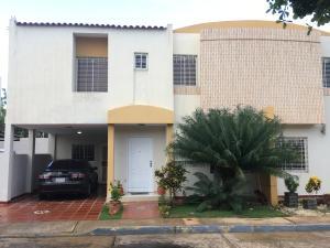 Townhouse En Ventaen Maracaibo, Avenida Milagro Norte, Venezuela, VE RAH: 19-17617