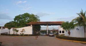 Apartamento En Ventaen Higuerote, Via Curiepe, Venezuela, VE RAH: 19-17797