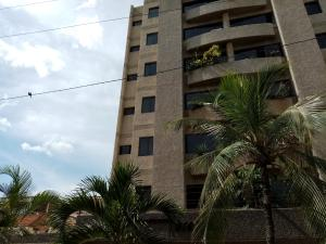 Apartamento En Alquileren Catia La Mar, Playa Grande, Venezuela, VE RAH: 19-17805