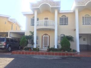 Townhouse En Ventaen Municipio San Francisco, La Coromoto, Venezuela, VE RAH: 19-18080