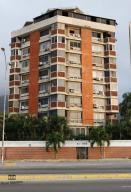 Apartamento En Ventaen Parroquia Caraballeda, Palmar Este, Venezuela, VE RAH: 19-18105