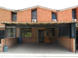 Townhouse En Ventaen Guarenas, Nueva Casarapa, Venezuela, VE RAH: 19-18266