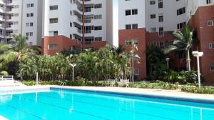 Apartamento En Ventaen Maracaibo, Avenida El Milagro, Venezuela, VE RAH: 19-18160