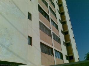Apartamento En Ventaen Maracaibo, Las Delicias, Venezuela, VE RAH: 19-18194