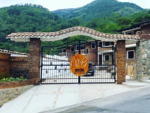 Townhouse En Ventaen Bailadores, Sector Chita, Venezuela, VE RAH: 19-18523