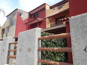 Townhouse En Ventaen Higuerote, Puerto Encantado, Venezuela, VE RAH: 19-19108