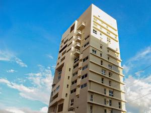 Apartamento En Ventaen Maracaibo, La Lago, Venezuela, VE RAH: 19-19390