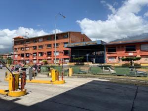 Consultorio Medico  En Ventaen Guatire, El Castillejo, Venezuela, VE RAH: 19-19356