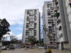Apartamento En Ventaen Caracas, Caricuao, Venezuela, VE RAH: 19-19411