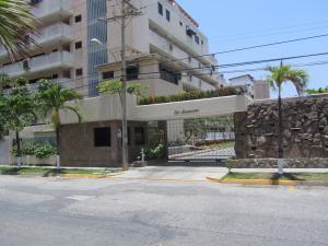 Apartamento En Ventaen Higuerote, Agua Sal, Venezuela, VE RAH: 19-19499