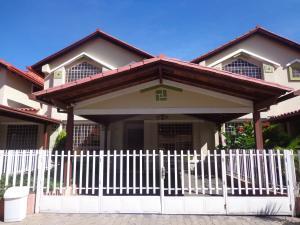 Townhouse En Ventaen La Victoria, Morichal, Venezuela, VE RAH: 19-19554