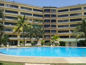 Apartamento En Ventaen Higuerote, Higuerote, Venezuela, VE RAH: 19-19592