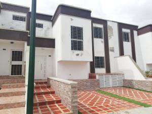 Casa En Ventaen Cabudare, Parroquia José Gregorio, Venezuela, VE RAH: 19-19653