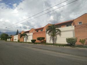 Townhouse En Ventaen Municipio San Diego, Sansur, Venezuela, VE RAH: 19-19699