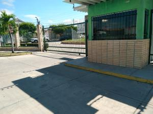 Casa En Ventaen Guacara, Ciudad Alianza, Venezuela, VE RAH: 20-645