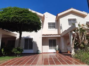 Townhouse En Ventaen Maracaibo, Monte Claro, Venezuela, VE RAH: 19-19866