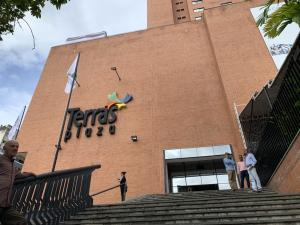 Local Comercial En Alquileren Caracas, Terrazas Del Club Hipico, Venezuela, VE RAH: 19-19951