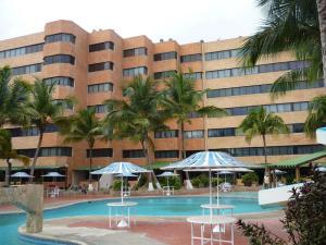 Apartamento En Ventaen Tucacas, Tucacas, Venezuela, VE RAH: 19-20037