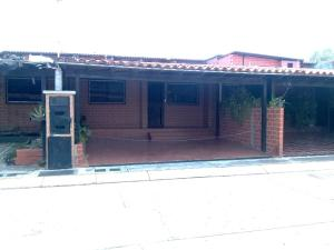 Townhouse En Ventaen Guatire, Villa Del Este, Venezuela, VE RAH: 19-20118