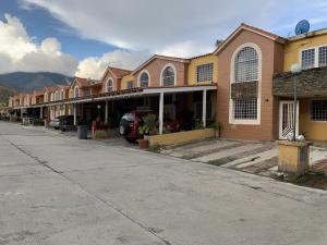 Townhouse En Ventaen Municipio San Diego, Monteserino, Venezuela, VE RAH: 19-20344